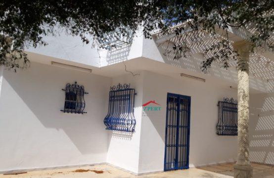 Maison de 215m² avec terrasse à Chott Meriem Tantana